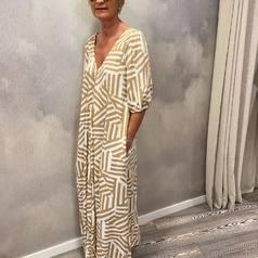 Et si on s'évadait un peu ?  Valérie nous offre un avant goût de vacances avec cette superbe robe longue esprit safari chic aux imprimés très tendances signée Nümph. Une toute nouvelle marque arrivée en boutique . Venez découvrir sans plus attendre notre collection capsule été !  .  .  .  #tenuedujour#lookdujour#lookoftheday#nouvellecollection#instatyle#instadaily#fashion#numph#larebelle#larebellehazebrouck#hazebrouckmaville#pretaporter#summer2021#mode