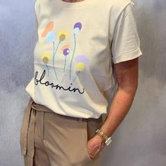 L'été est définitivement bien installé! Et il sera chaud et coloré! On craque totalement pour ce tee-shirt original et pétillant à associer avec un short ou un pantalon fluide, et le tour est joué! Disponible dès à présent en boutique !  .  .  .  .  #larebelle#larebellehazebrouck#hazebrouckmaville#summer2021#newco21#numph#collectioncapsule#pretaporter#fashion#lookoftheday#lookdujour