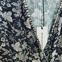 Focus sur le motif black & white floral de @eva.kayan ! Nous l'avions partagé avec vous en story cette semaine - et bonne nouvelle … ce motif existe en deux formes !!  • une robe longue avec un très beau décolleté bretelles spaghetti  • une robe courte forme cache cœur manches courtes   A découvrir en boutique ou sur notre eshop 😜 Et toujours 30% de remise sur toute la collection été 2021 ☀️   .  .  .  .  .  #tenuedujour #lookdujour #instastyle #mode #pretaporter #shoppingaddict #eshop #ss21 #nouvellecollection #larebelle #larebellehazebrouck #soutienauxcommercants #hazebrouckmaville #hazebrouck