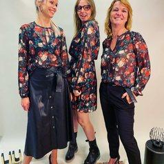 Flower Power baby 💐  C'est un imprimé à adopter dès à présent ! En robe plissée avec de grosses boots, en blouse version jupe en cuir ou pantalon chino … à vous de choisir votre option préférée !😍😍  .  .  .  .  .  #tenuedujour #lookdujour #instastyle #mode #pretaporter #shoppingaddict #eshop #nouvellecollection #larebelle #larebellehazebrouck #hazebrouckmaville #hazebrouck #flower #liujo